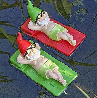 Gnomos nadadores en colchonetas regalos y chollos for Decoracion jardin gnomos