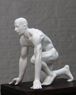 escultura hombre agachado comprar online barato
