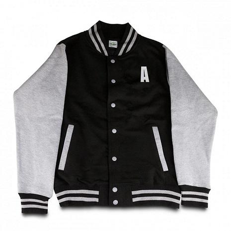 chaqueta-universitaria-iniciales personalizadas barata
